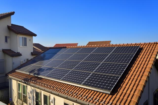 切妻屋根の太陽光パネル